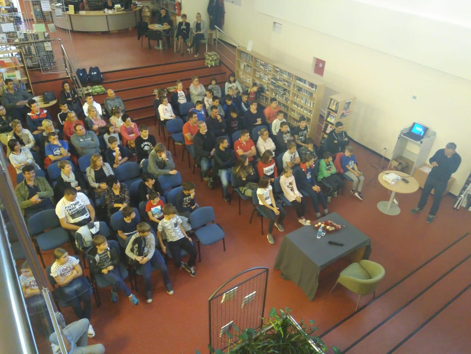 27.09.2018 održano je predavanje na temu rukometne igre i trenažnog ciklusa u ovom sportu
