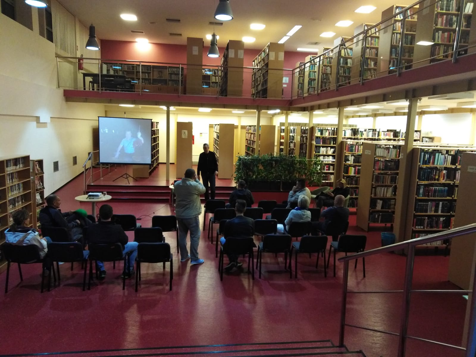 """U petak je u Samostalnoj narodnoj knjižnici Gospić predstavljena putopisna knjiga """" Na Caminu sam zagrlio Boga """""""