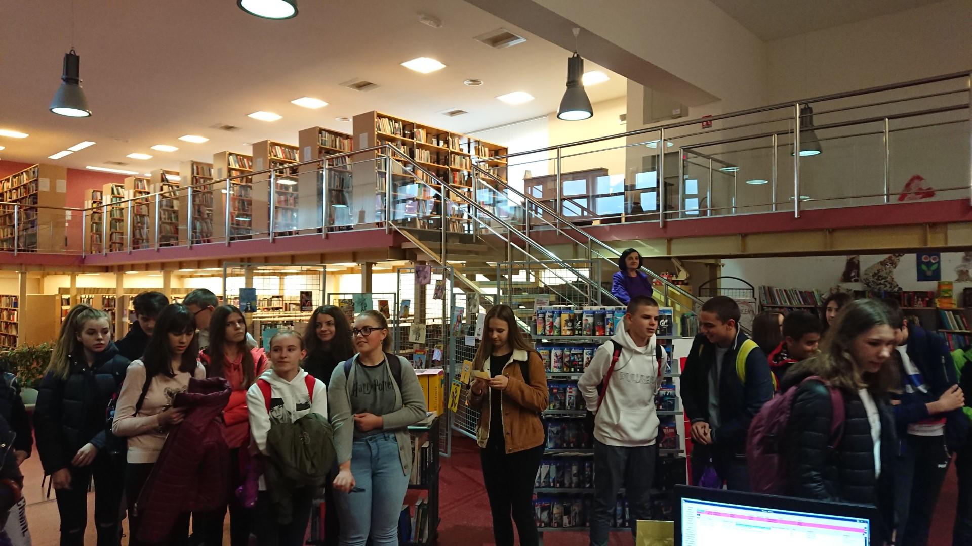 U srijedu ( 5. studenoga 2019 . g. ) u posjet knjižnici su stigli učenici 1. – ih razreda Gimnazije Gospić