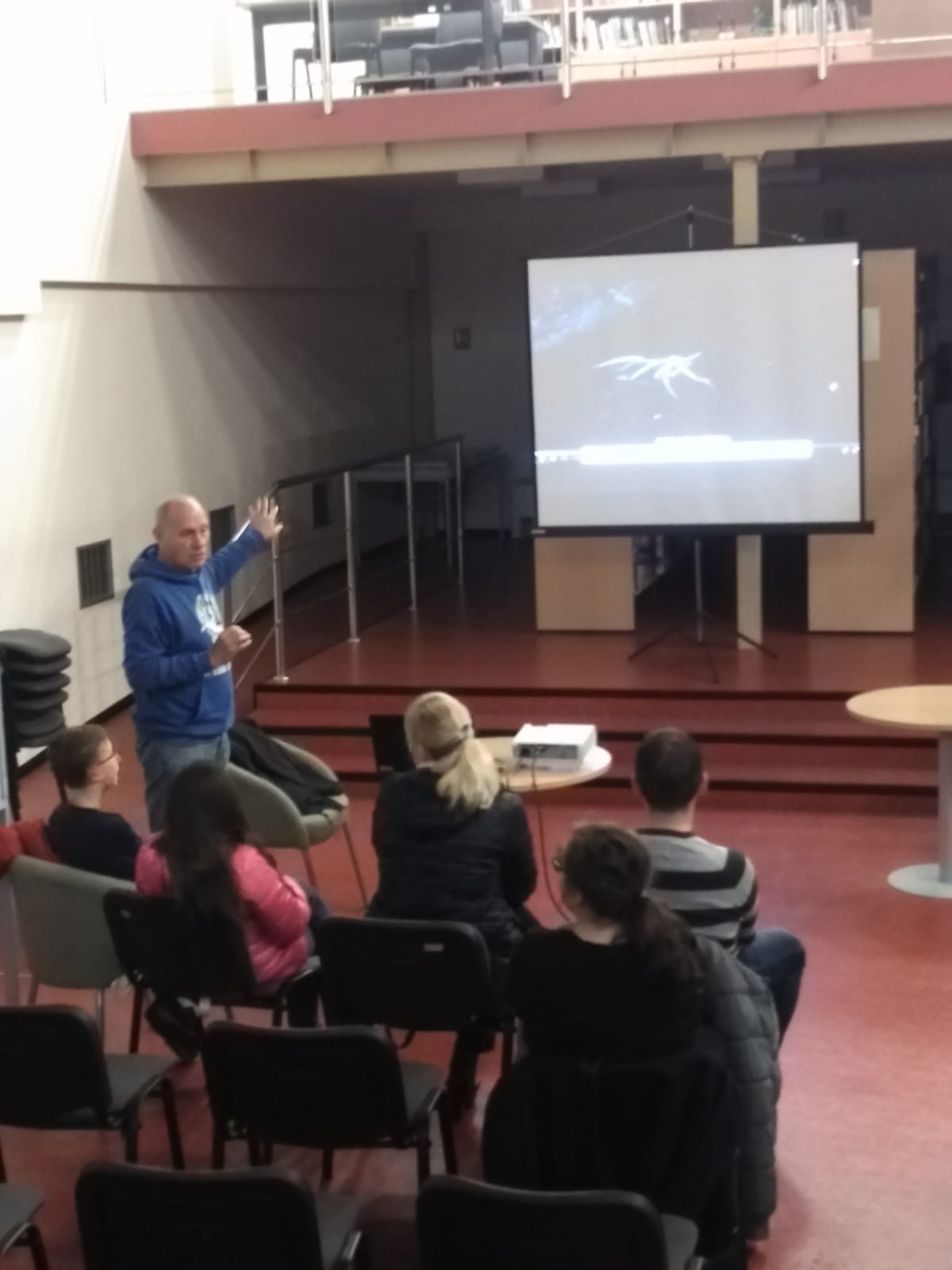 """U sklopu """" Mjeseca astronautike """" Gospić 2019.g. u prostoru Samostalne narodne knjižnice Gospić predavanje"""